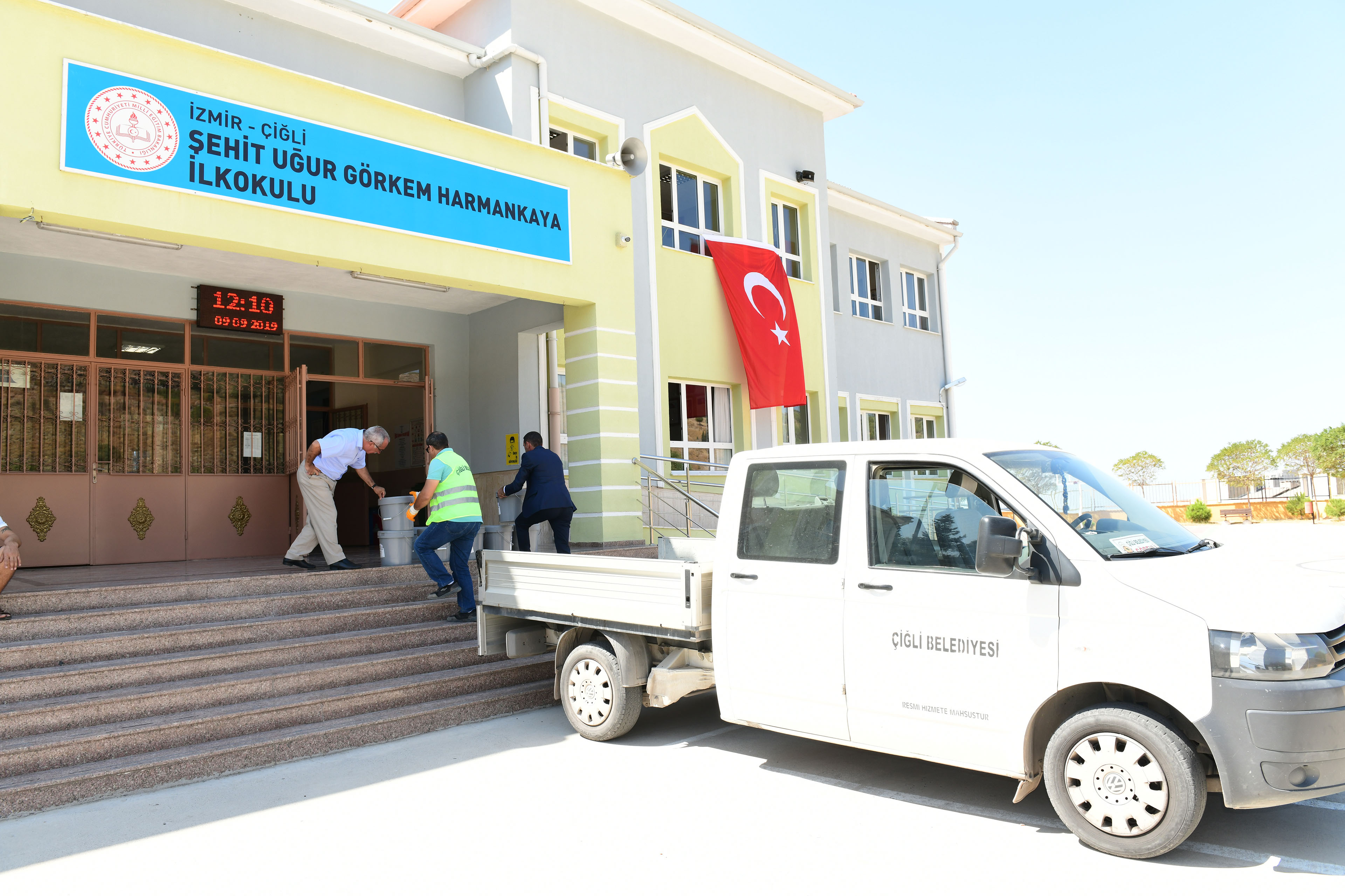 Okullarin Ic Ve Dis Cephe Boyasi Cigli Belediyesi Nden Yerelin